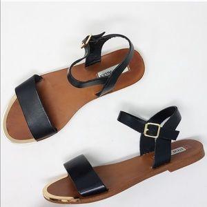 Steve Madden Rillie Black Leather Flat Sandal